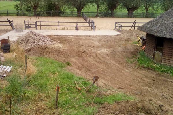 Loonwerk en grondverzetsbedrijf Tessemaker Oene - Aanleg paardenbak en omheining